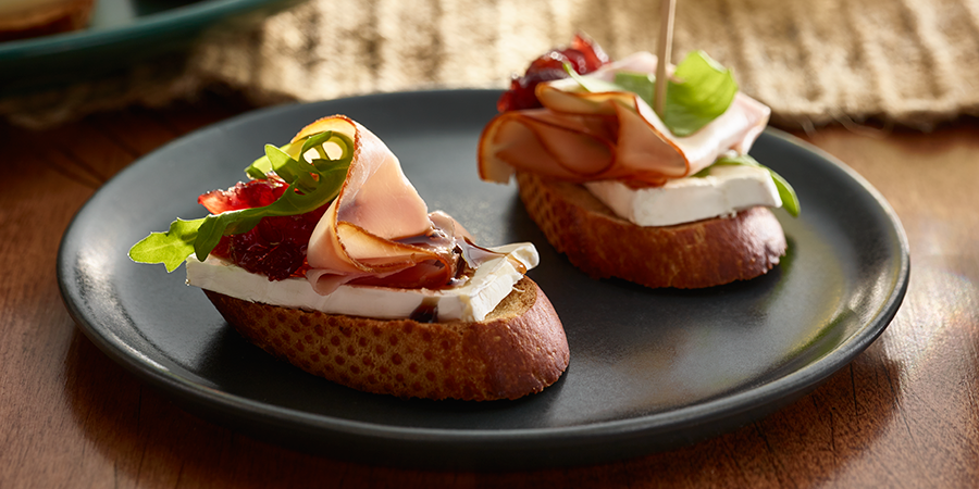 Ham-Cranberry-Brie Crostini with Balsamic Glaze