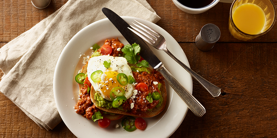 <strong>Chili-Avocado Breakfast Toast</strong>