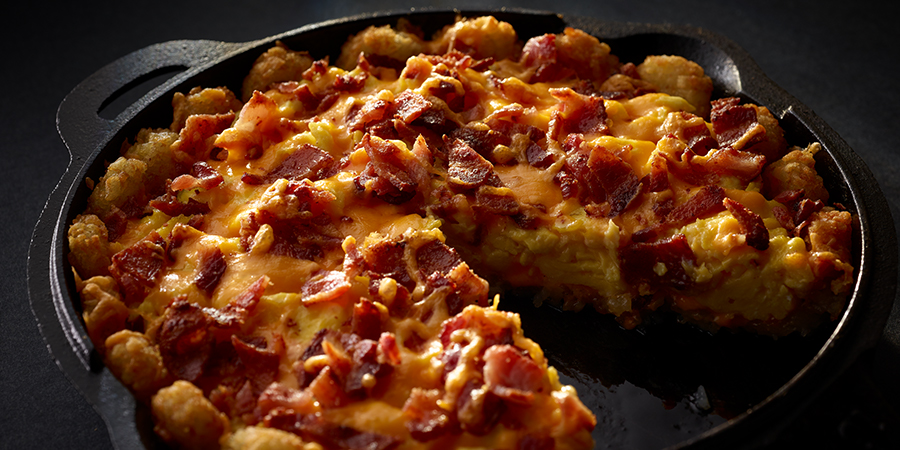 <strong>Bacon Potato Puffs Breakfast Pizza</strong>