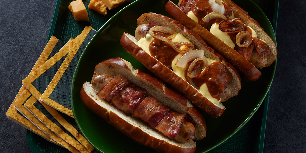 <strong>Chili Cheese Bacon Brat</strong>
