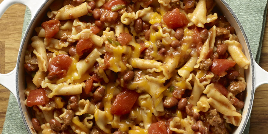 <strong>One Pot Chili and Cheese Pasta</strong>
